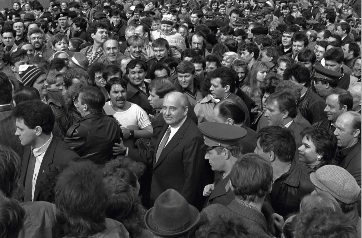 Президент СССР Михаил Горбачев в Свердловске. 1990 год. Фото И. Галерта (архив автора)