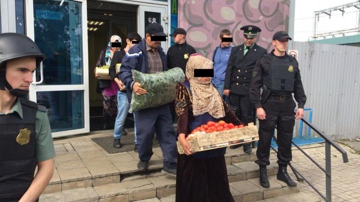 С помидорами на выход: приставы закрыли недостроенный рынок на четвёртой овощебазе
