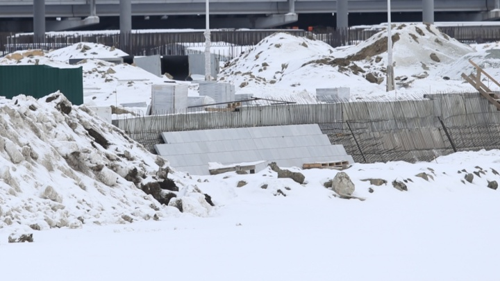 «Красиво получается»: берег Миасса у конгресс-холла начали облицовывать гранитом. Чиновники довольны