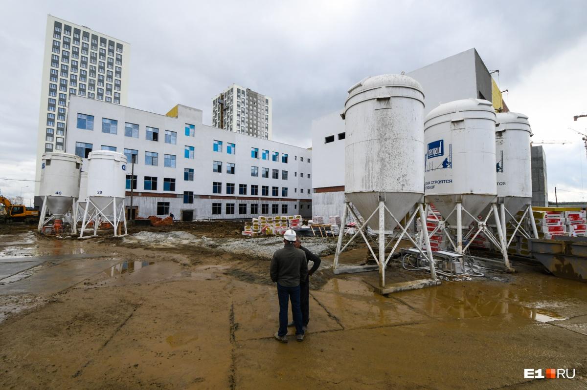 На таком этапе строительства сейчас школа в Академическом