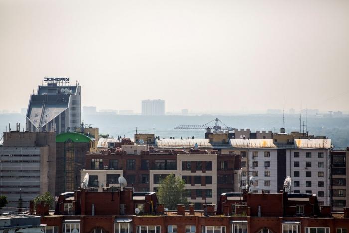 Левый берег Оби почти не виден из центра Новосибирска из-за густой дымки