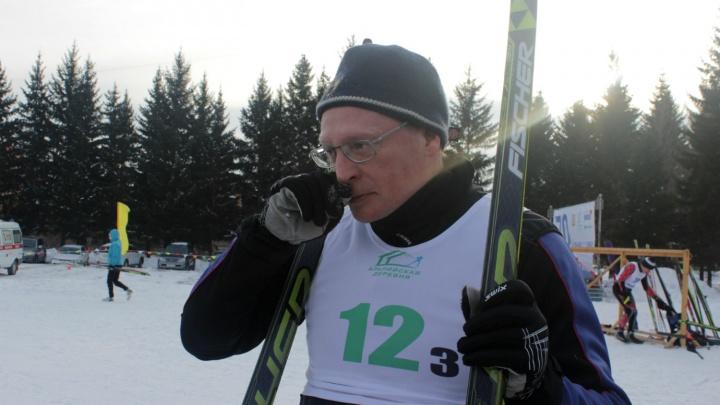 Омский губернатор пробежал на лыжах и прокомментировал решения олимпийского комитета