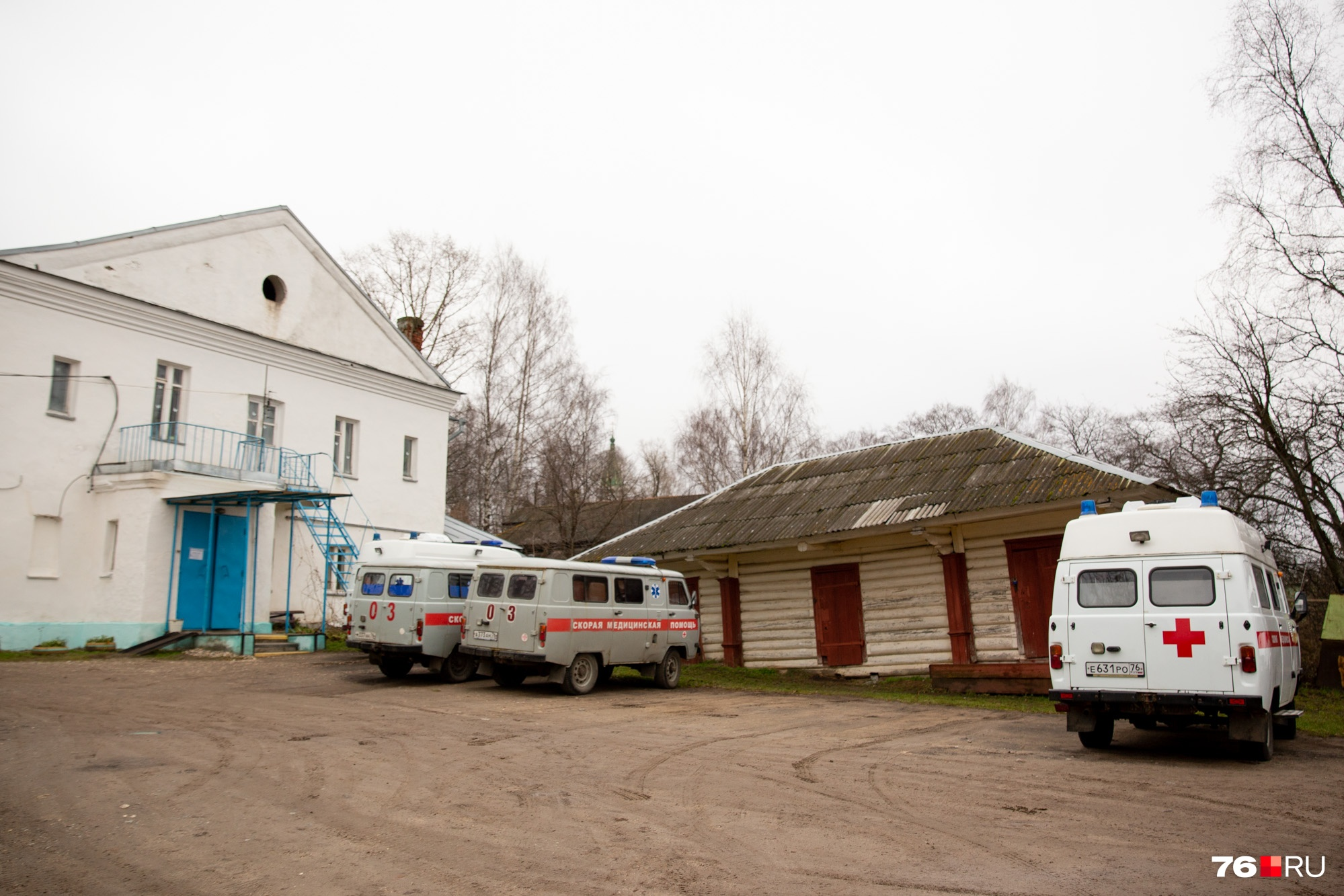 Врачи местной станции скорой помощи говорят, что могут отвезти пациента на другой берег, но только в экстренных случаях