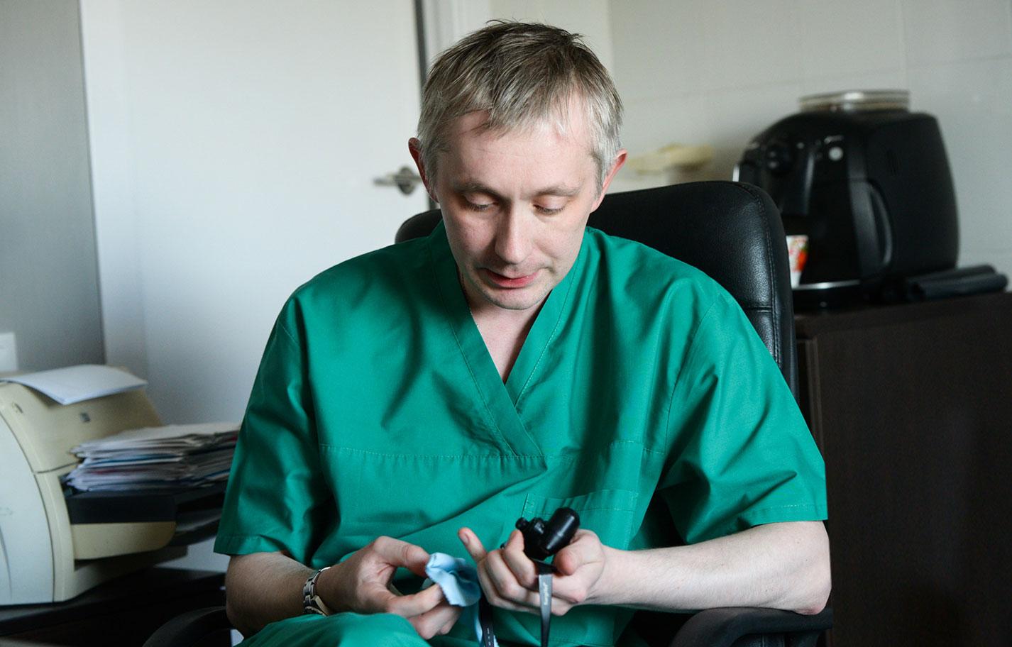 В год Константин Казанцев выполняет от 170 до 200 операций