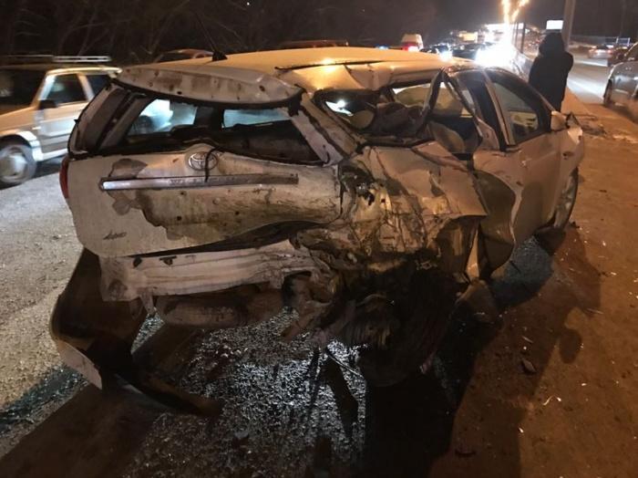«Тойота»сильно пострадала после удара «Ниссана»