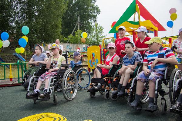 ХК «Сибирь» построил игровую площадку для детей с ограниченными возможностями