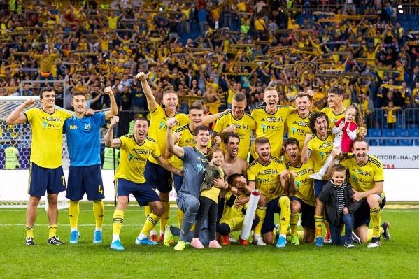 После победных матчей «Ростов» делал фото на фоне фан-сектора