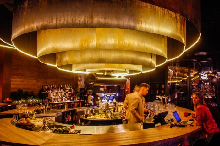Горящие штучки: Стас Соколов протестировал новый ресторан на Ленина, в котором поджигают все подряд