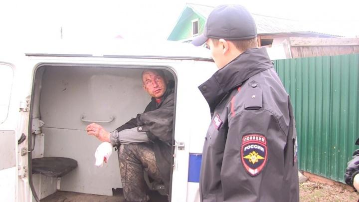 Нападение мужчины с ножом на водителя скорой помощи в Екатеринбурге сняли на видео