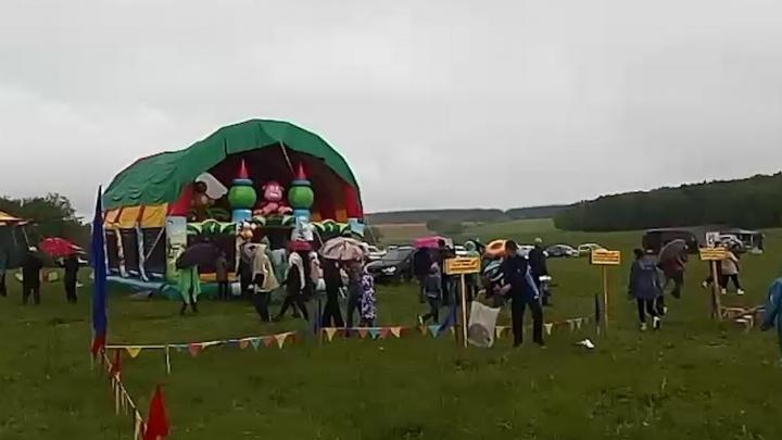 В Башкирии провели Сабантуй вопреки плохой погоде