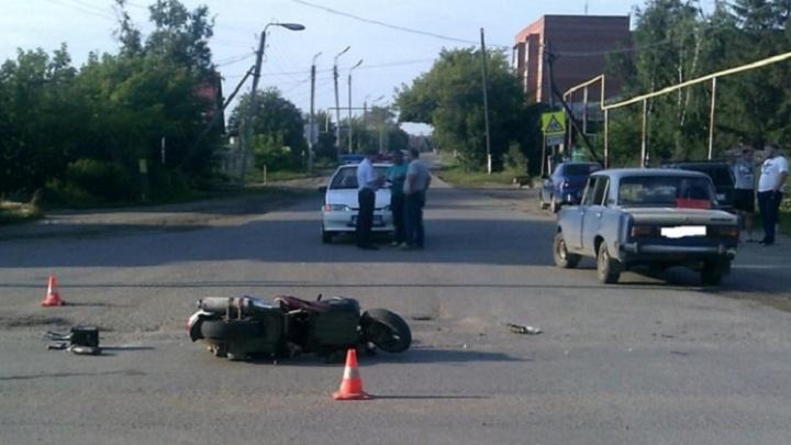 В Далматово в аварии пострадал водитель скутера