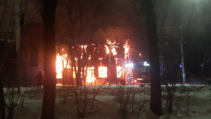 Полиция никого не подпускала: подробности крупного пожара в Ярославле