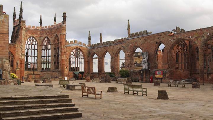 Площадь у разрушенного войной собора в английском городе Ковентри назвали «Сталинград»