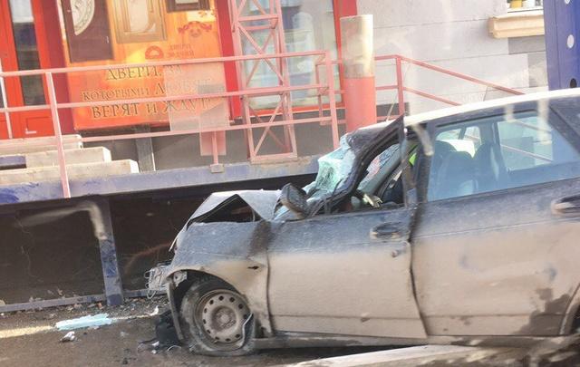 В Башкирии водитель «Гранты» въехал в крыльцо магазина