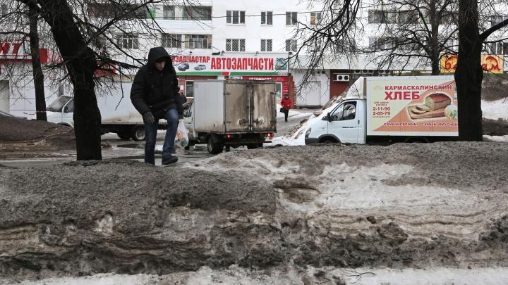 Вывезти до 29-го числа: в мэрии отчитались о борьбе с грязным снегом на уфимских улицах