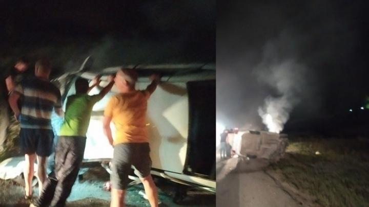 Водителя зажало: около Курумоча «Гранта»перевернулась после массового ДТП