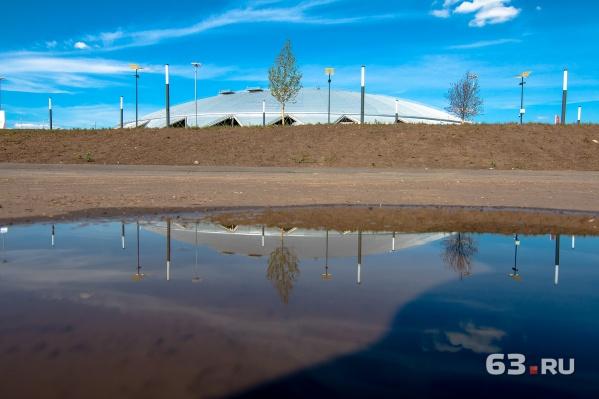 Общая площадь земли у спортивного объекта — около 250 гектаров