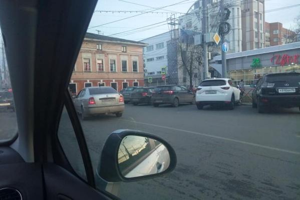 Осенью водителям запретили поворачивать на улицу Республиканскую