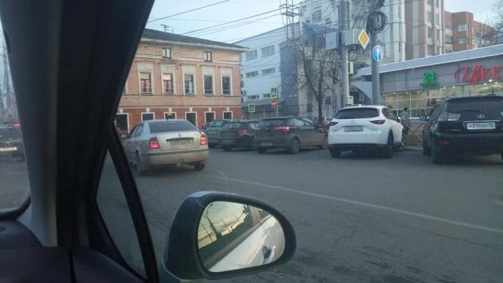 Сжалился над ярославцами: мэр вернул двустороннее движение у ТЮЗа. На несколько метров