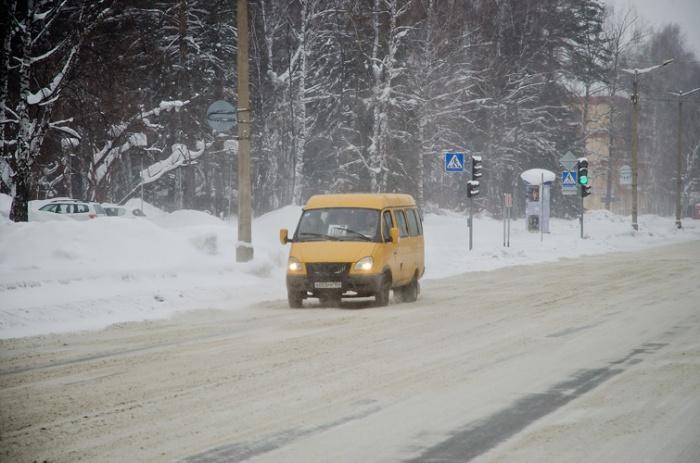 Движение на городских дорогах ограничили из-за погодных условий