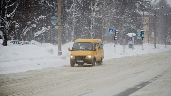 Из-за снега фурам запретили ездить в Новосибирске по утрам и вечерам
