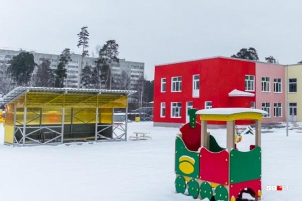 Снаружи детский сад на Каляева выглядел готовым еще в декабре прошлого года, но работы внутри до сих пор не завершены