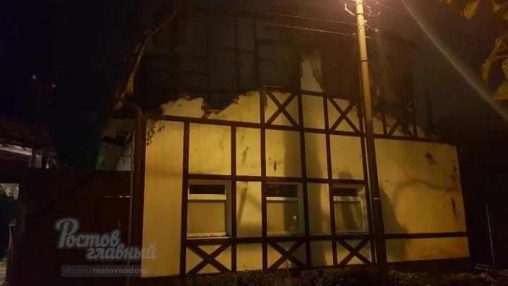 На Западном в Ростове загорелись два частных дома