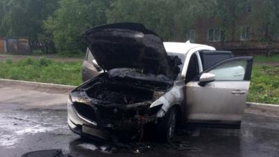 «Подожгли — сомнений нет»: ночью на улице Логинова сгорела иномарка