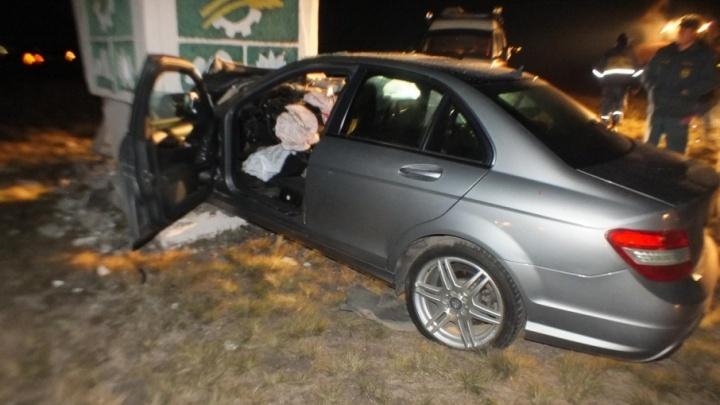 В Курганской области в аварии погиб пассажир Mercedes Benz