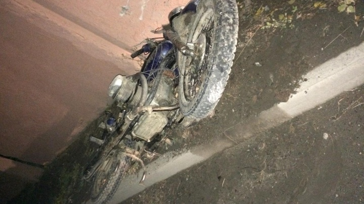 Налетел на бордюр: в Башкирии разбился мотоциклист