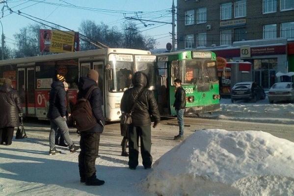 Пробка на проспекте Маркса собралась возле остановки «Горская»