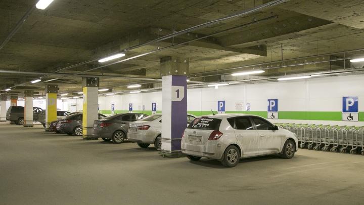 Стоянку — каждому третьему жильцу дома: власти посчитали, сколько парковок нужно республике