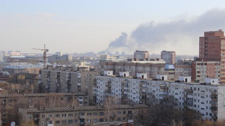 Фото: новосибирцев насторожил дым над Калининским районом
