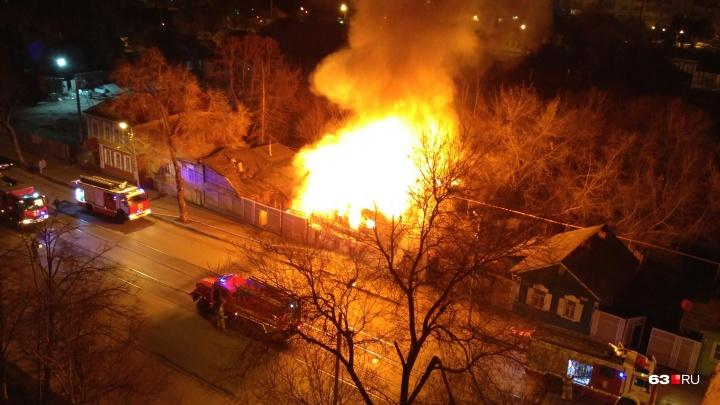 Ночью в Самаре вспыхнул двухэтажный дом на Галактионовской