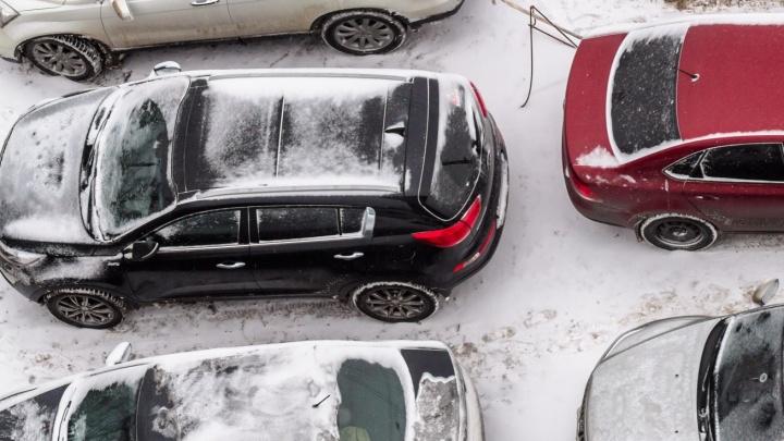Мастерам парковки посвящается: в Самарской области опять ввели штрафы за стоянку на газонах