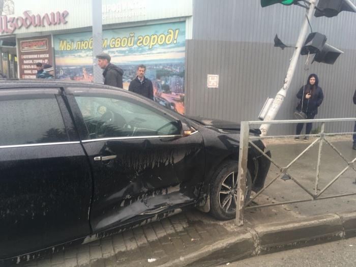 Авария случилась рядом с районной администрацией около 11:50