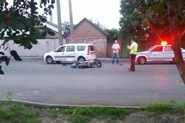 Мотоциклиста увезли в больницу