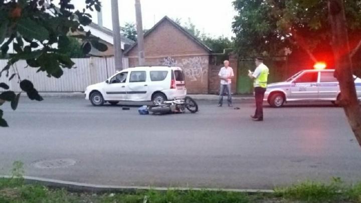 В Ростовской области после столкновения с легковушкой мотоциклист попал в реанимацию