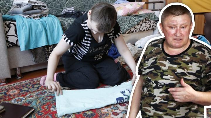 «Иногда в лес убегаю»: рассказ южноуральца, воспитывающего дочь-инвалида на 200 рублей в день