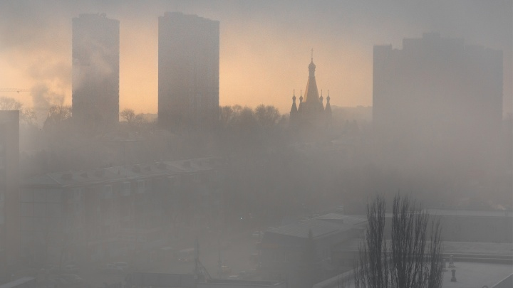 «Не видно вытянутой руки»: Самару накрыл густой туман