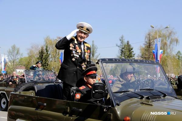 Омичи смогут посмотреть парад Победы, а после принять участие в ежегодном «Бессмертном полку»