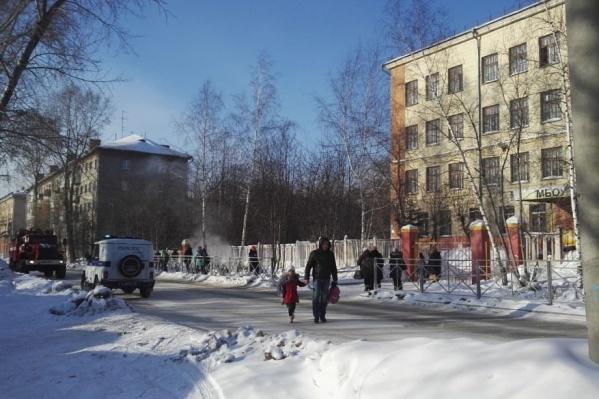 Письма о заложенной взрывчатке получили 15 школ и детсадов