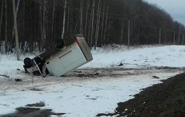 В Башкирии пьяный водитель опрокинул «Газель» на крышу