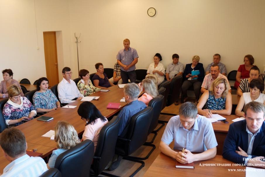Глава Шадринска выслушала отчеты управляющих компаний о подготовке к зиме