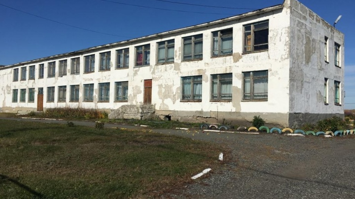 В Петуховском районе ремонт школ и детсада оказался под угрозой срыва