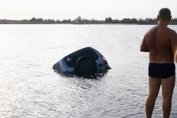 Автомобиль утонул 1 сентября