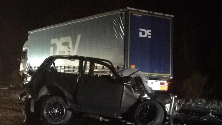 «Ниву отбросило на КАМАЗ»: под Самарой на трассе погибли три человека