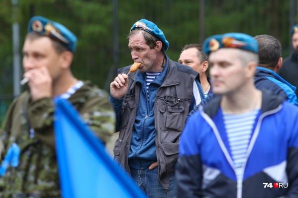 Стать обладателем голубого берета не так-то просто: в элитные войска берут подтянутых ребят