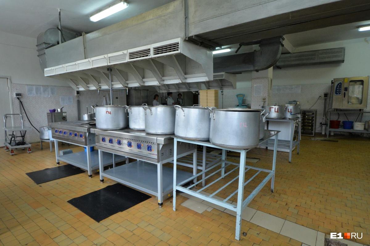 Ешьте что дают: почему старшеклассники в Екатеринбурге отказываются питаться в школьных столовых