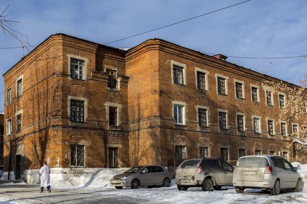 Следователи пришли к выводу, что три работницы психбольницы похитили у пациентов 2 миллиона рублей